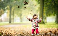 happy-cute-child-in-autumn-park-wallpaper-53d04cf93b804